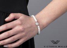 Victoria Walls fehér gyöngy karkötő kristállyal
