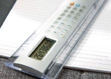 20 cm-es, ezüst vonalzó 8 számjegyes számológéppel