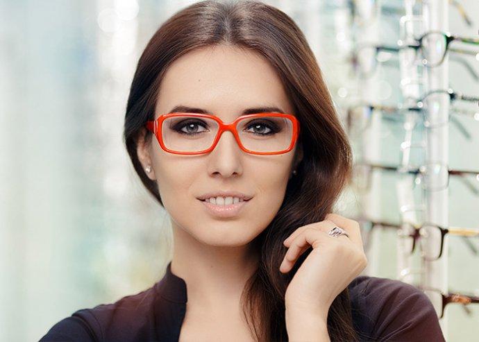 Egyfókuszú szemüveg Essilor lencsével  adb27bc7c6