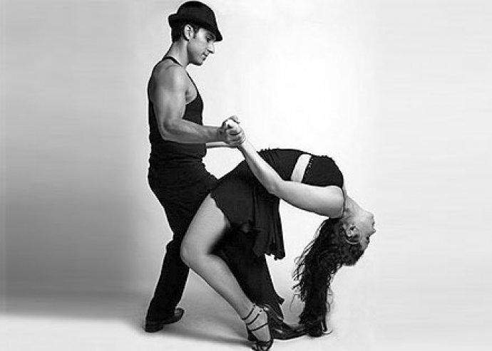 Sajátítsd el a legnépszerűbb táncok alapjait, alkalmanként akár 500 forintért! 4 alkalmas tánctanfolyam a DiamonDance négy termének egyikében: 4.500 helyett 1.990 Ft, -56%