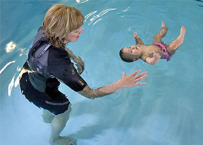 A legfontosabb, hogy a kisbabád boldog és egészséges legyen? A babaúszásnál nincs jobb! Fejlesztő babaúszás 3.500 Ft helyett 990 Ft