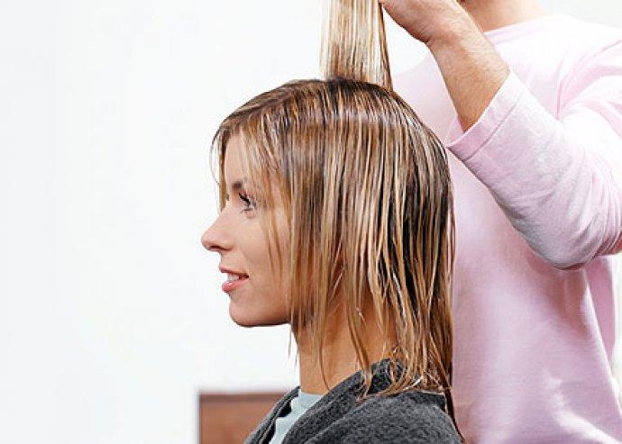 Bízd magad szakértő hajszobrászainkra, hogy megformálják a neked legjobban álló frizurát. Női hajmosás, -vágás, -szárítás 4.000 Ft helyett 1.990 Ft!