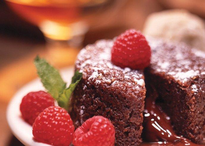 Ínyenc édesség féláron a belvárosban! Karácsonyi tortakóstoló 2 fajta tortából 2 fő részére 1.400 Ft helyett 690 Ft!