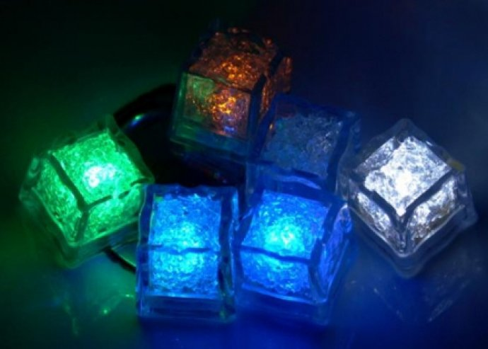 Az est fénypontja a kezedben! Dobd fel a bulit színes világító jégkockákkal, most 6 db egy csomagban 5.940 Ft helyett 2.046 Ft
