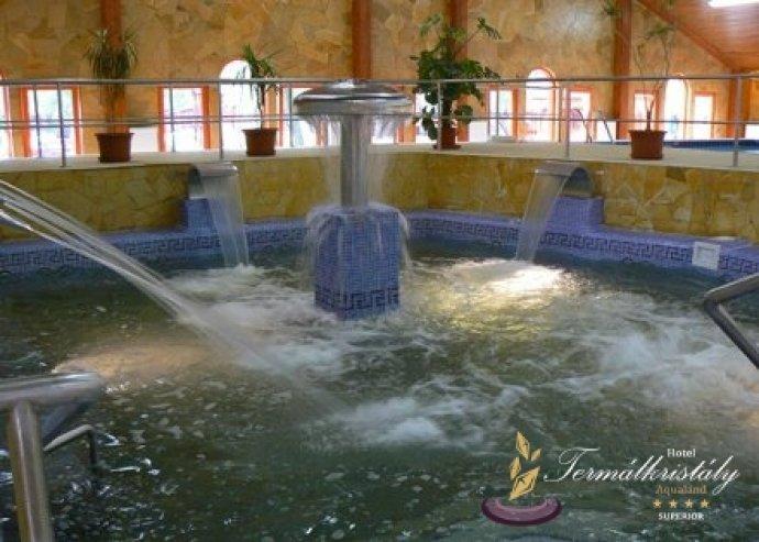 Wellness és lakoma! Áztasd ki a testedből a méreganyagokat és légy vendégünk egy bőséges vacsorára a Hotel Termálkristály Aqualand-ban! Most 11.800 Ft helyett csak 4.900 Ft