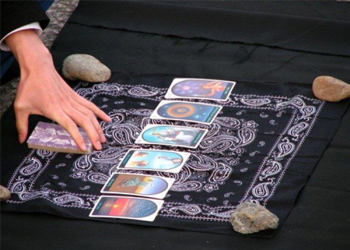 Két napos tarot-, cigány- és lenormand kártya tanfolyam a Soter Klubban.