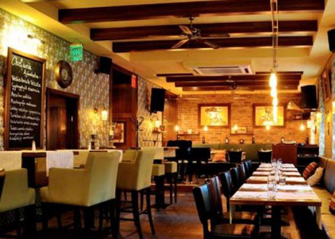 Patinás budai étterem, kreatív és hangulatos belső terekkel, ínycsiklandozó étlappal. Ételfogyasztás 2 fő részére a City Bisztró & Bár éttermében