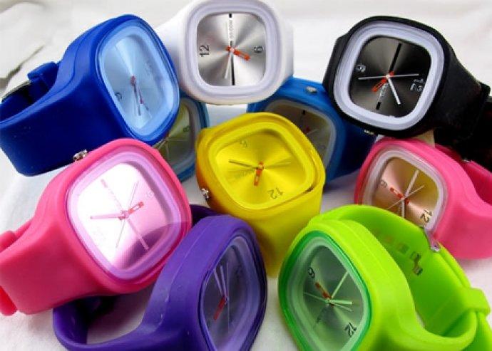 """Szilikon """"Colors Trend"""" kocka alakú óra különböző színekben, ingyenes házhozszállítással!"""