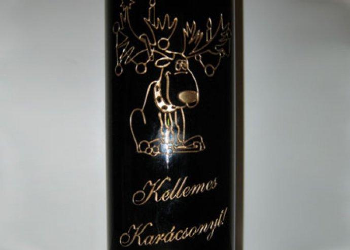 Boldog karácsonyt! felirattal ellátott 1 üveg száraz vörös bor