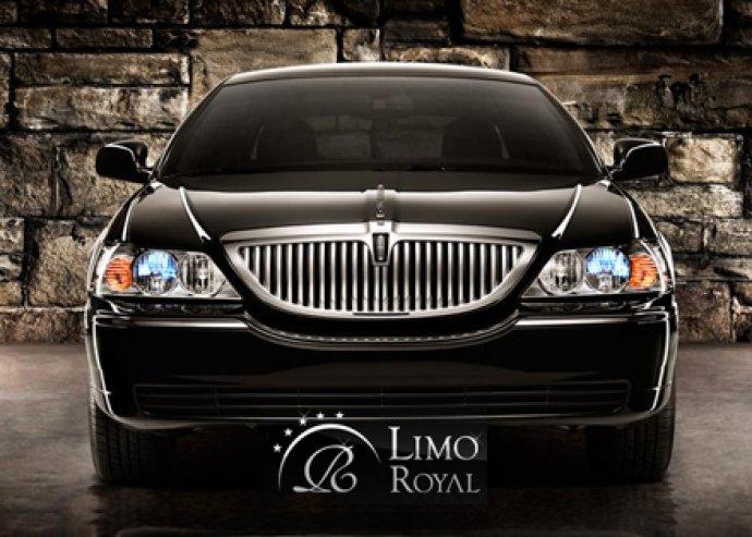 2 órás városnézés fekete Lincoln limuzinnal a Limo Royaltól!
