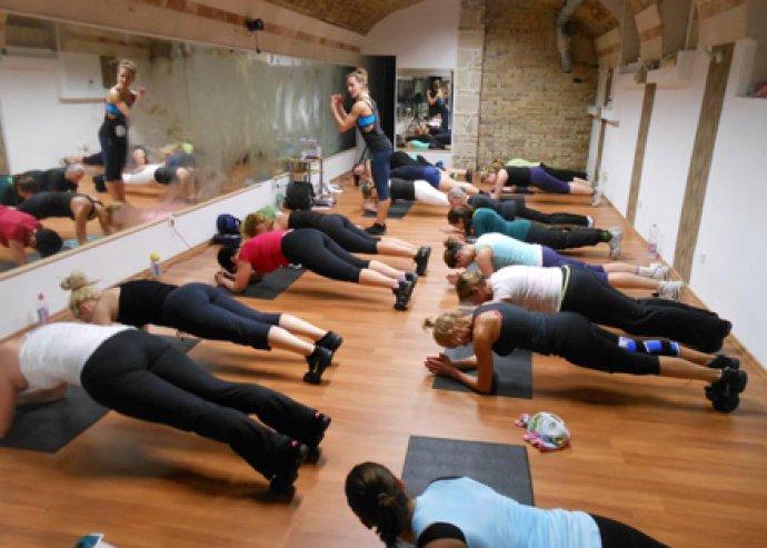 4 alkalmas napi bérlet 10 féle aerobic órára a belvárosi Com Fitness-ben