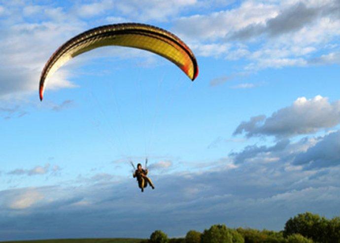 Tandem siklóernyőzés a repülés élményéért