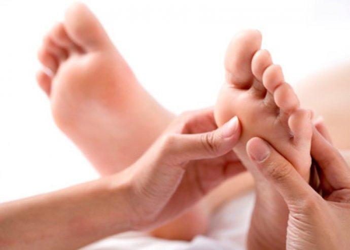 Professzionális pedikűr, lazító lábmasszázzsal