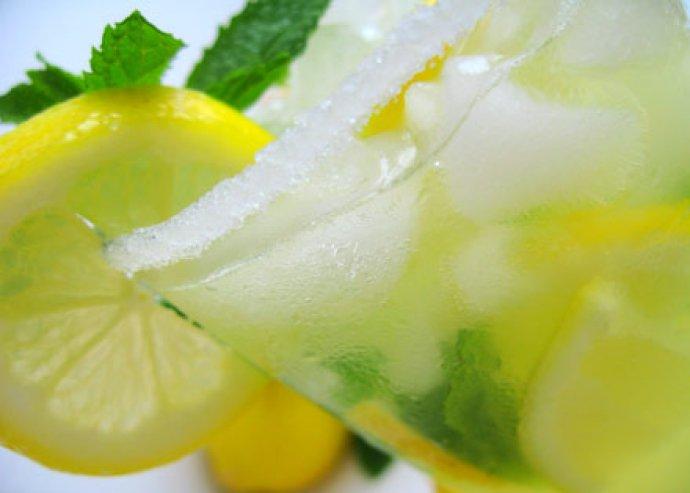 Nyári mese menü – 2 cézár saláta, 2 nagy limonádé