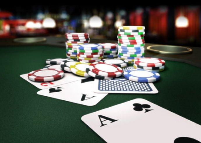 Baráti pókerparti profi szervezéssel