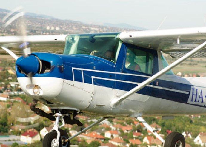 Éld át a repülés élményét! 20 perc elméleti oktatás és 20 perc repülés egy Cessna C-152 oktató repülőgépen
