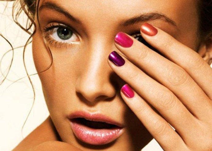 Gél lakkozás kézre mini manikűrrel, körömerősítés Crystal Nails anyaggal