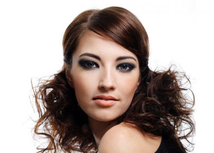 Mosás, vágás, szárítás félhosszú hajig ajándék hajpakolással és fejmasszázzsal
