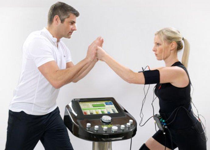 Ampli Fitness edzés, ami túlmutat az EMS-en, ízületkímélő, gyors, minden izomcsoportra hat