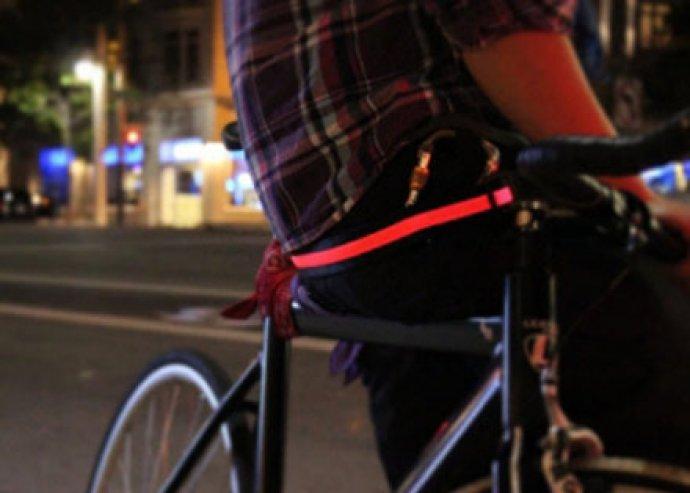 1 db LED technológiás láthatósági öv piros, kék, vagy zöld színben, a biztonságos közlekedésért