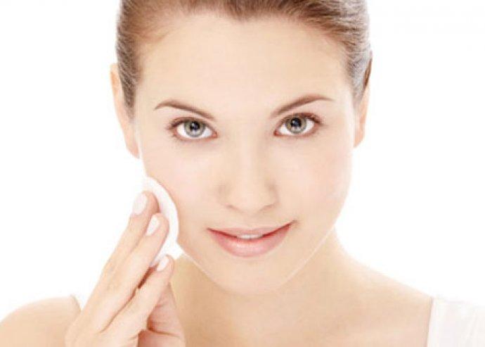 Tisztítsd meg arcodat egy kezeléssel, bőrradírozással és szabadulj meg az eltömődött pólusoktól