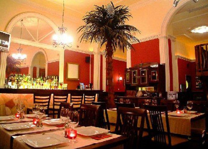 A'la Carte étkezés két fő részére a Rosé Restaurantban, nagy borválasztékkal, a belvárosban