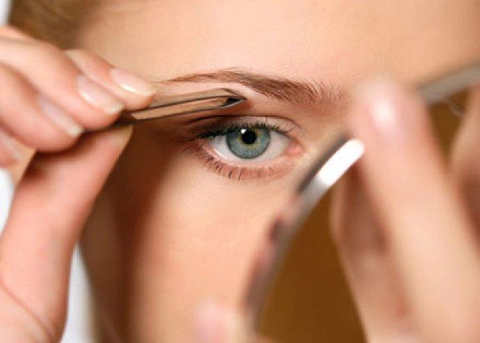 Szemöldökszedés, -festés, szempillafestés, arcpakolás az igéző tekintetért és ápolt bőrért