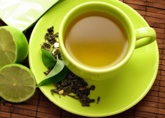 Sípolós, 2,5 l-es, indukciós alapú, rozsdamentes teáskanna, lehajtható fogóval