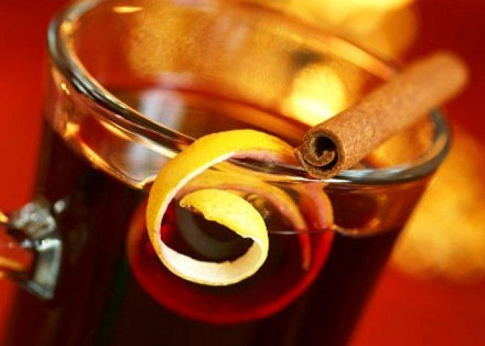 Olaszos vacsora a Vagon Étteremben! 2 kancsó forralt bor, 2 adag házi gnocchi (bolognai, tejszínes-csiperkés)