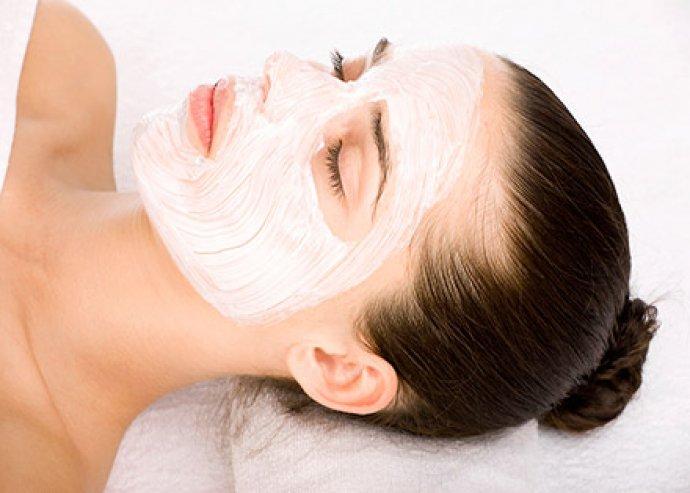 Arctisztítás, tápláló arc-, nyak- és dekoltázsmasszázzsal, nyugtató maszkkal és ajándék szemöldök igazítással