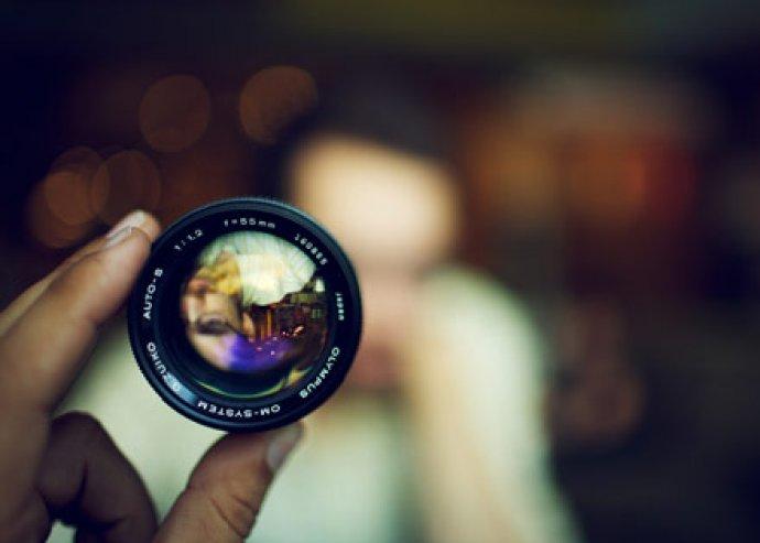 10 alkalmas (4x90 perc elmélet és 6x180 perc gyakorlat) haladó fotós tanfolyam profi fotósokkal