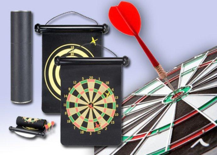 Modern, mágneshegyes darts, felakasztható, összetekerhető, 2 oldalas táblával, henger alakú dobozban