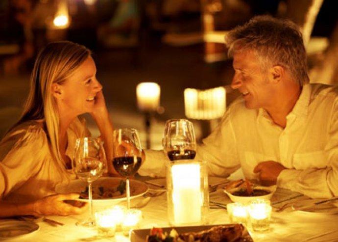 Ebédeljetek vagy vacsorázzatok pároddal egy romantikus randevú keretében a Vagon Étteremben
