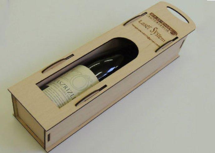 Elegáns, fából készült, 1 részes boros díszdoboz, kívánság szerinti, egyedi gravírozással