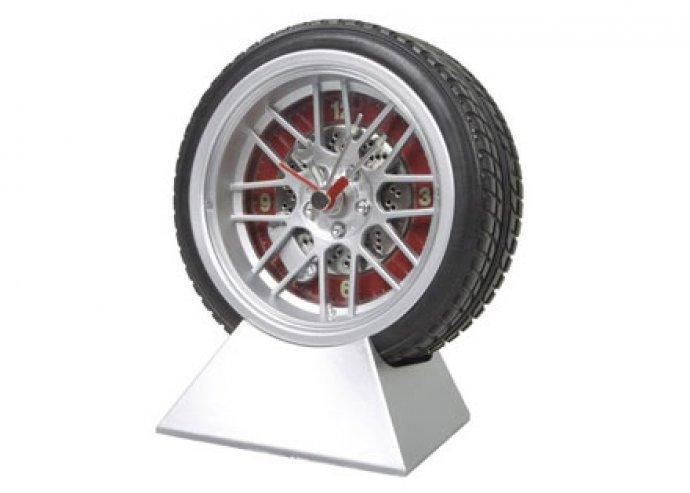Balboa, kerék alakú analóg asztali óra autóbolondoknak
