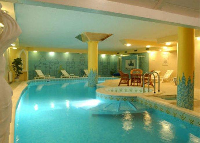 Csodás pihenés - 3 nap 2 fő részére a Hotel Korona Egerben, borpince programmal