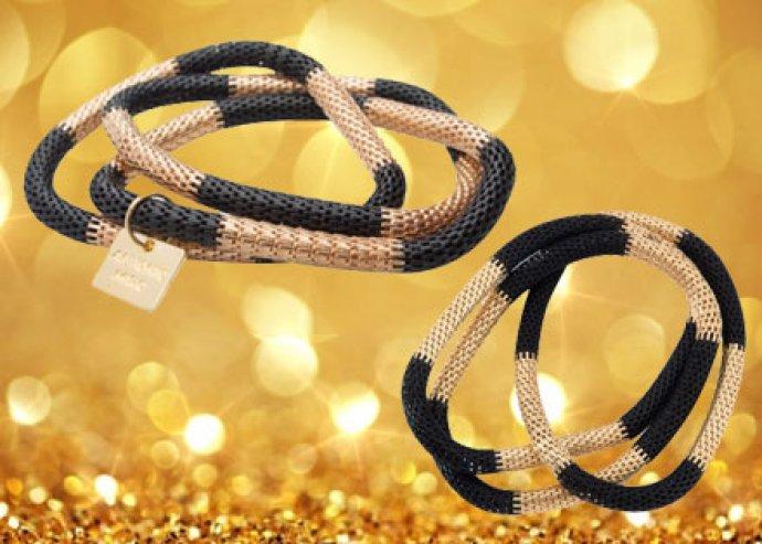 Stílusos nőnapi ajándék - 3 részes, fekete-arany színű Antonio Miro karkötő, fekete dísztasakban