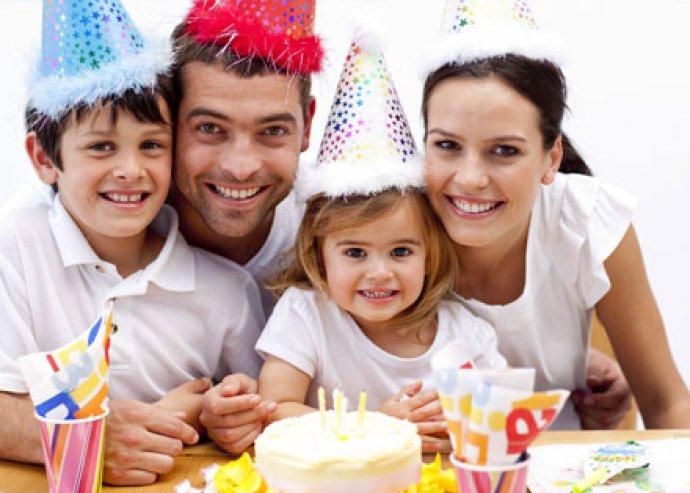 Hívd segítségül a profikat! Klasszikus születésnapi zsúr animátorral és egy választható party kellékkel!