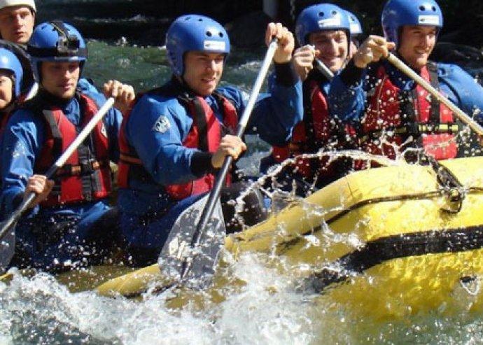 Felejthetetlen kalandok - 2 órás rafting a Magas-Tátrában, kezdőknek is, oktatással, fürdőbelépővel