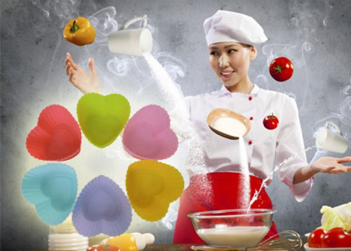 Kiváló konyhai segítség - 1 db citromspray, és 6 db szív alakú, mini szilikon sütőforma
