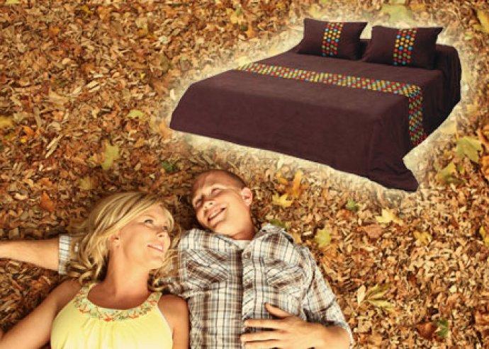 Különleges ágytakaró puha, barna bőrhatású anyagból, színes, rávarrt pöttyel, 2-féle méretben