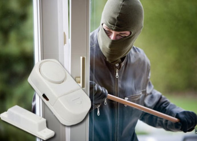 Praktikus védelem - egyszerűen felhelyezhető nyitásérzékelő riasztó ajtókhoz, ablakokhoz