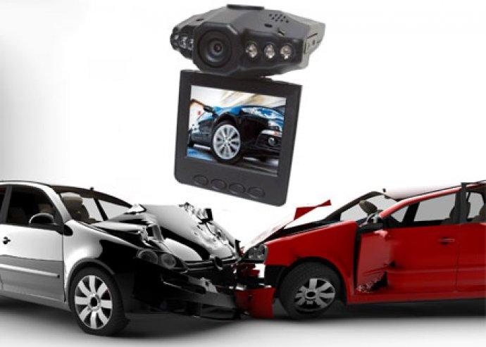 Ne maradj le semmiről! HD DVR autós eseményrögzítő kamera színes monitorral és éjjellátó funkcióval