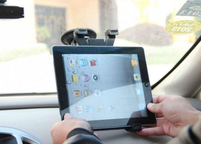 Élmény a maximumon - szélvédőre szerelhető, 360 fokban forgatható, univerzális autós tablet PC tartó
