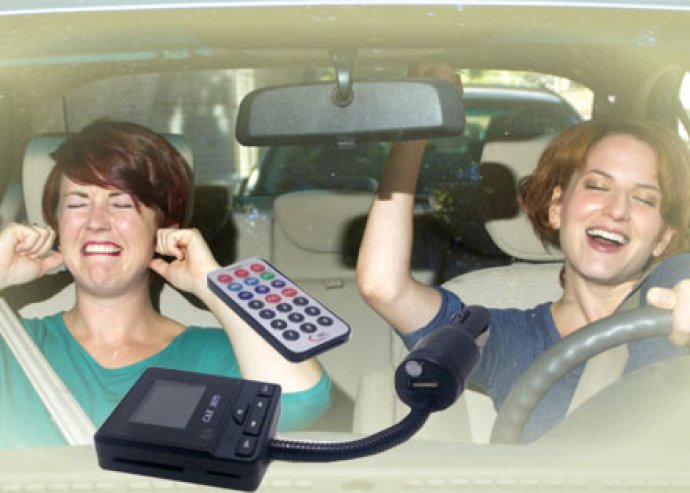 Modern, dizájnos, vezeték nélküli autós MP3-lejátszó, FM transmitter és USB-töltő