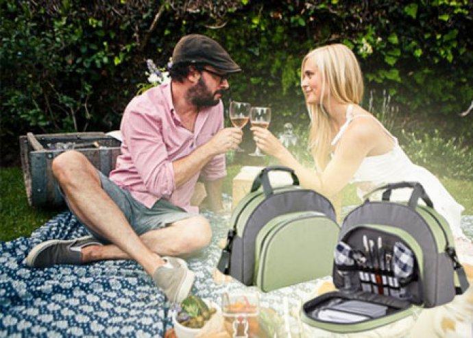 Kirándulások praktikus kelléke - piknik táska különböző hasznos eszközökkel felszerelve