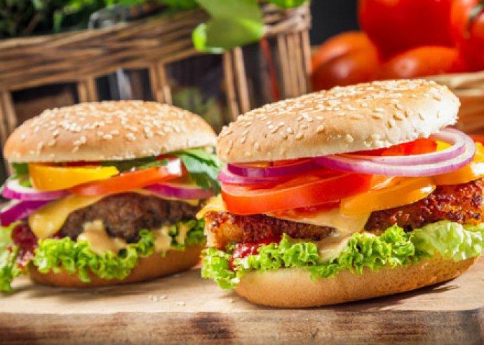 Egyet fizetsz, kettőt kapsz - 2 db fenséges retro burger és 2 adag sült krumpli +  majonéz + ketchup