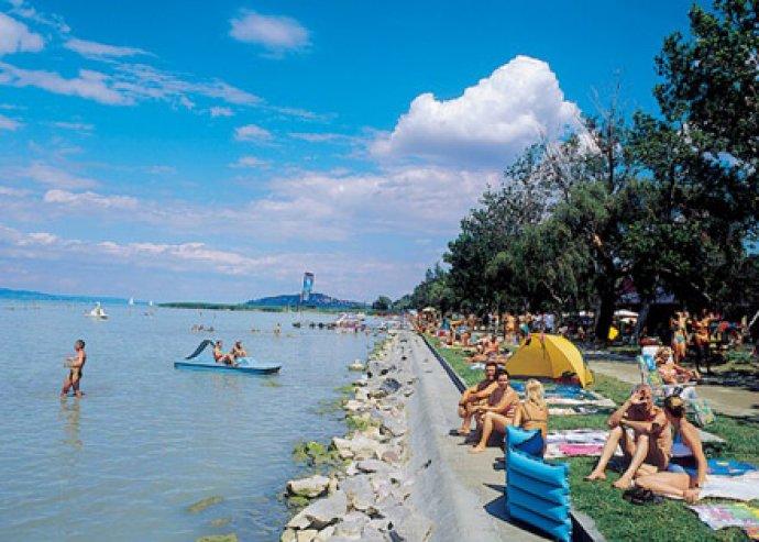 3 vagy 4 napos pihenés 2 főre a Balatoni Hotelben, Balatonfenyvesen, hétvégi felár nélkül