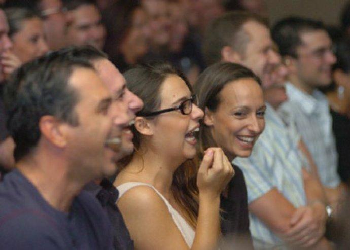 Élvezd az English Stand-Up Comedy humorfesztiválját a belvárosi Mozsár Kávézóban!