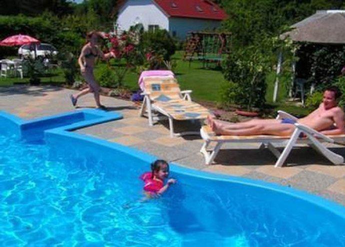Balatoni pihenés - 3 nap 2 főre + 1 gyerek részére, medence használattal